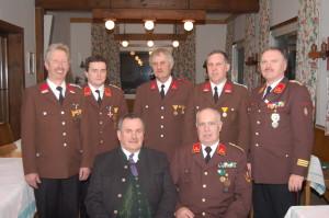 Foto v.l.n.r.: stehend- HLM Stöckl Johann, OBI Grieshofer Herbert, HFM Syen Bernhard, LM Gasperl Helmut, HBI Baumann Günther